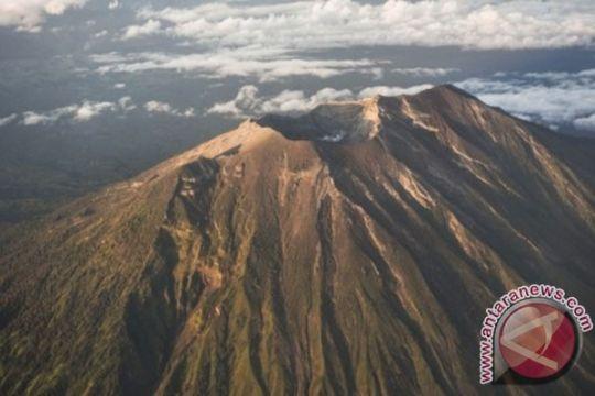 19 gunung api di Indonesia berstatus waspada