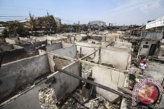 """""""Arus Bawah Jokowi"""" salurkan bantuan korban kebakaran"""