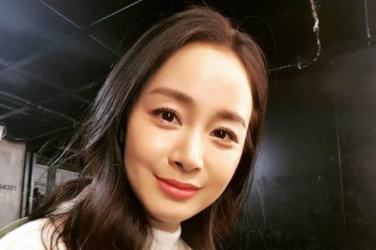 Penampilan publik perdana Kim Tae-hee pasca melahirkan
