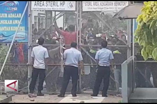 Polresta Cirebon kendalikan kerusuhan di Lapas Kesambi