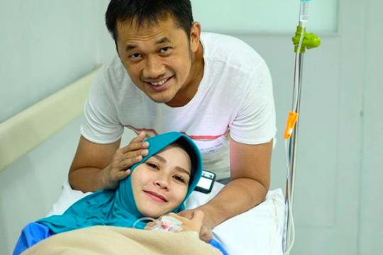 Zaskia Mecca - Hanung Bramantyo sambut kelahiran anak keempat