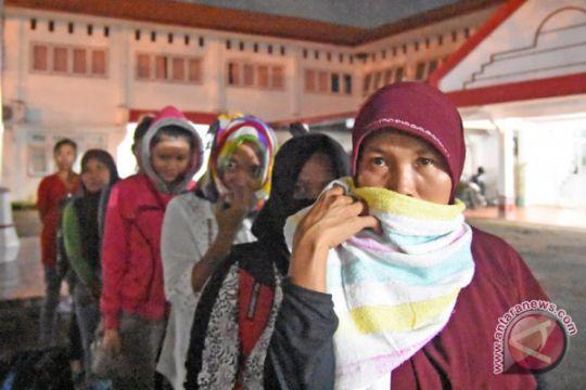 Foto Kemarin: Deportasi 77 PMI dari Malaysia