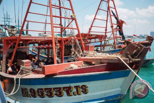 Kapal Pengawas Perikanan tangkap dua kapal Vietnam