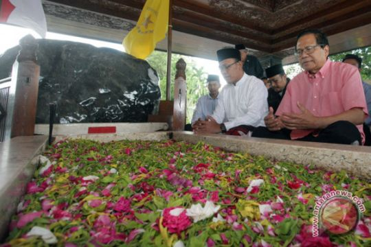 Rizal Ramli ziarah makam Soekarno