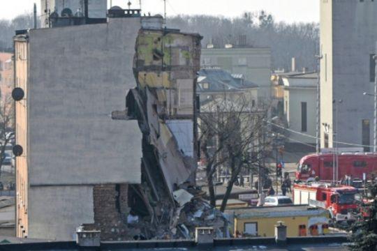 Bangunan apartemen runtuh di Polandia, empat tewas