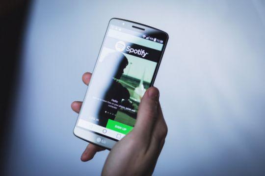 Spotify perketat verifikasi pakai GPS agar tak disalahgunakan
