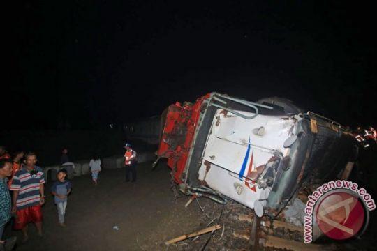 Truk pengangkut BBM terguling di Aceh Tengah