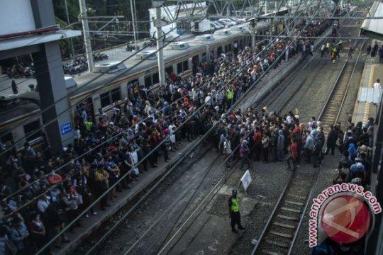 KRL Bekasi-Jakarta Kota sempat terhambat Jumat pagi