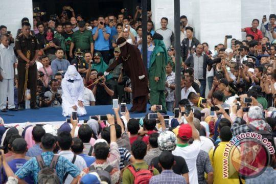 Enam pelanggar syariat Islam jalani hukum cambuk di Stadion Tunas Bangsa