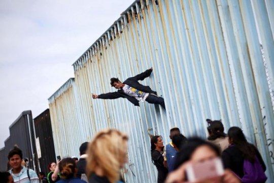 AS tangkap tokoh agama, pegiat yang berunjuk rasa di perbatasan