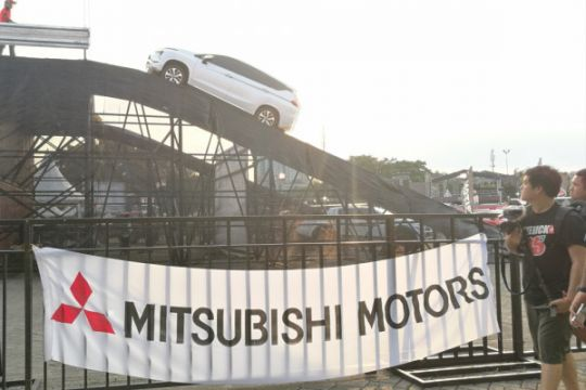 Mitsubishi sediakan beragam uji kendara, wahana Sky Bridge paling ramai
