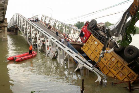 Polisi kerahkan tim selidiki ambrolnya Jembatan Widang
