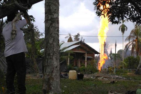 Mobil tangki ditambah angkut minyak dari sumur yang meledak di Aceh