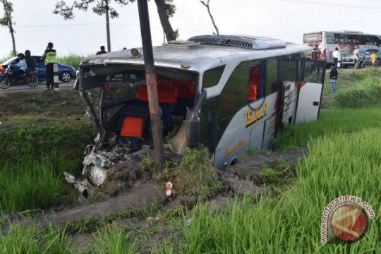 Tiga bus terlibat kecelakaan di Ngawi
