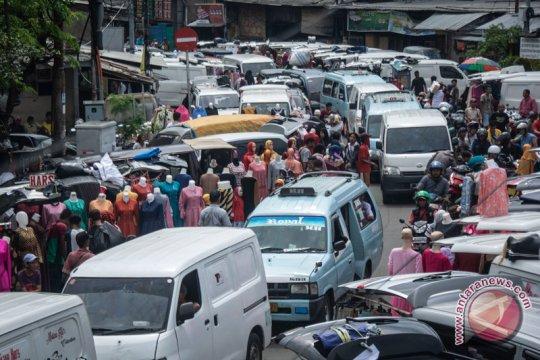 Polsektro Tanah Abang tangkap 10 orang kasus premanisme di Pasar Tasik