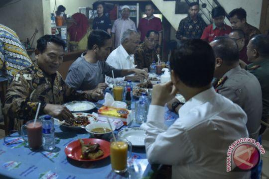 Presiden santap kuliner di Sukabumi