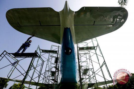 Rehab replika pesawat RI 001