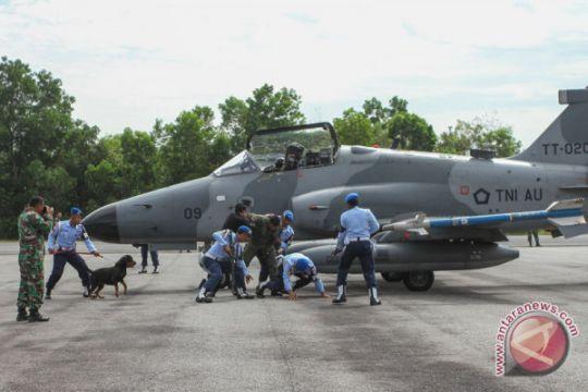 Tiga pilot muda Hawk 100/200 memperkuat TNI AU