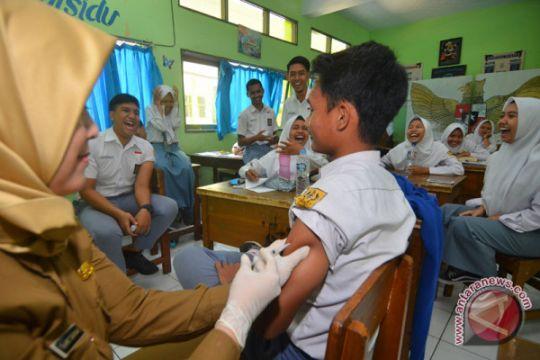 Vaksinasi difteri siswa SMA