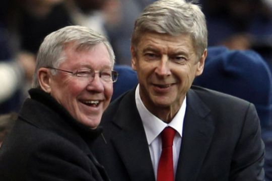 Momen indah di Old Trafford, Sir Alex hadiahi Arsene Wenger