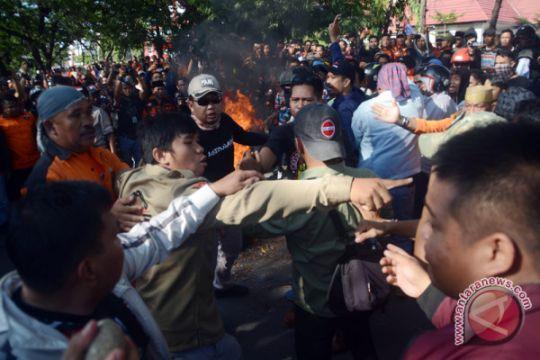Protes Putusan MA Pilkada Makassar