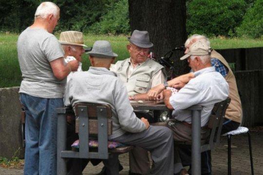 Orang di atas usia 50 tahun sebaiknya tidak makan di luar rumah