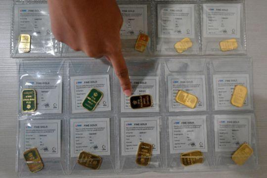 Pelemahan rupiah picu kenaikan penjualan emas Antam