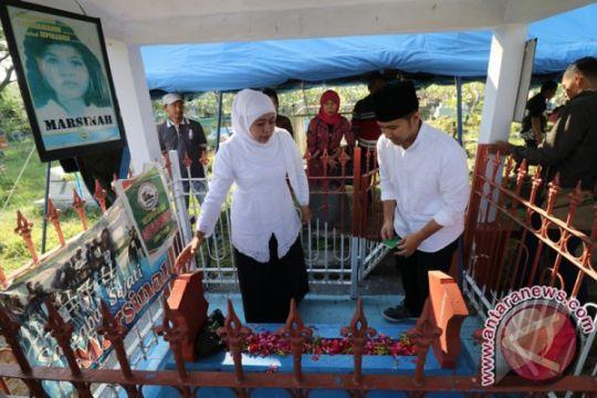 Khofifah ziarahi makam Marsinah tepat di May Day
