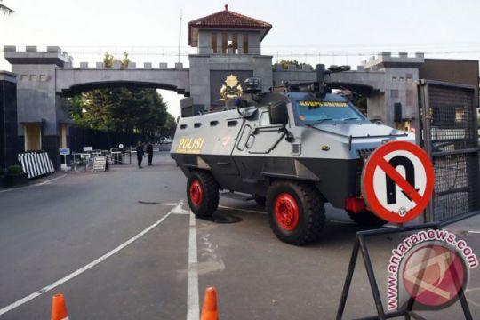 Duka Bhayangkara dan beragam pertanyaan yang disisakan aksi brutal di Mako Brimob