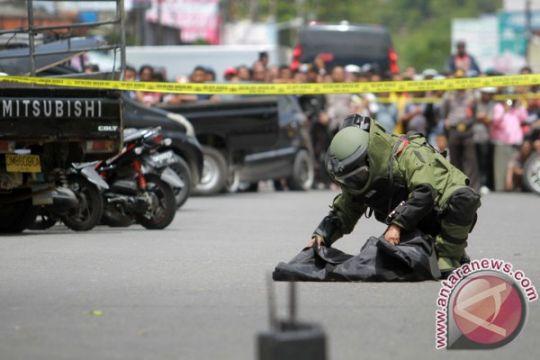 Tas dan isi yang mencurigakan hingga diperiksa Gegana Brimob Gorontalo
