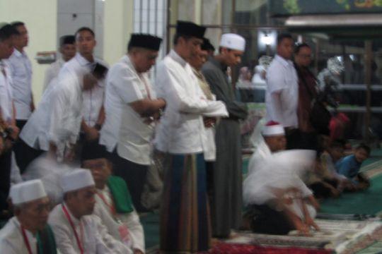 Presiden Jokowi shalat tarawih di Masjid Al-Istiqomah Kuningan