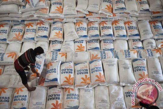 Stok beras Bulog Jatim cukup sepuluh bulan