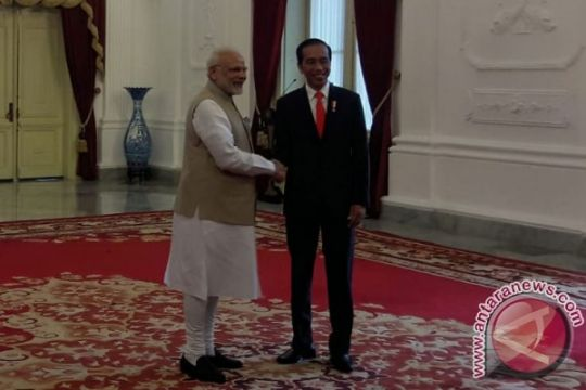 Presiden Jokowi sambut kedatangan Perdana Menteri India