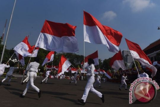 Bendera Merah Putih diarak kelilingi ujung negeri