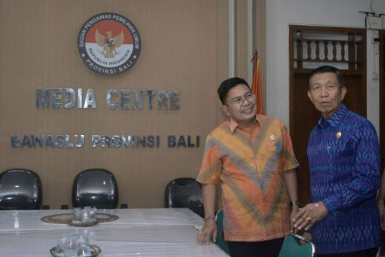Gubernur Bali datangi Bawaslu