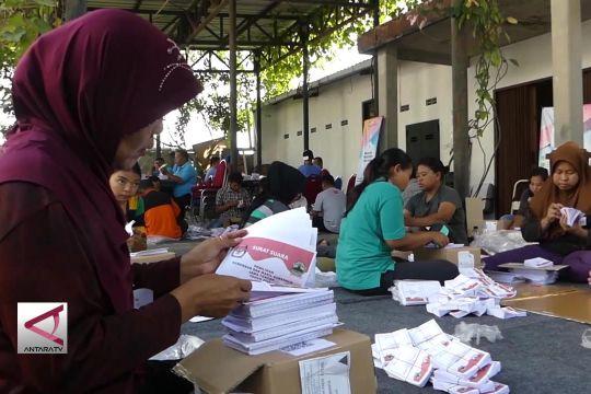 KPU Solo libatkan warga sortir & lipat surat suara