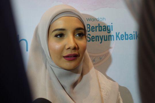 Zaskia Sungkar bersihkan masjid saat Ramadhan