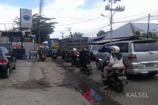 Aktivitas pasar macetkan lalu lintas