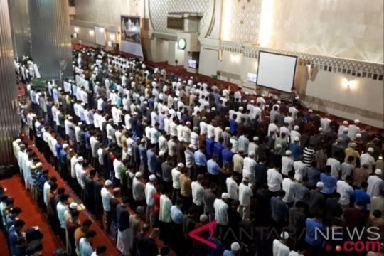 Jamaah Tarawih hari pertama Ramadhan Masjid Istiqlal membludak