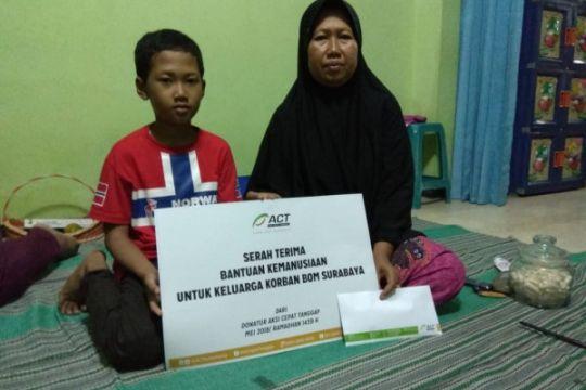 ACT serahkan bantuan untuk keluarga korban bom Surabaya