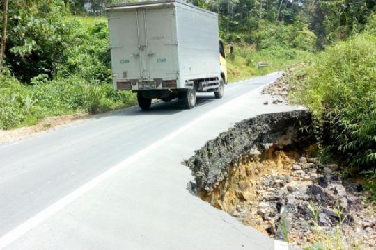 Jalan nasional di Tapanuli Selatan banyak yang rusak