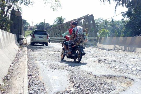Jalan rusak parah, delapan perusahaan sawit dipanggil