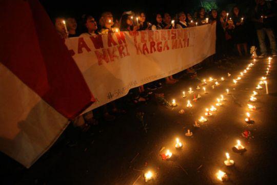 Aksi seribu lilin warga Papua Barat untuk Surabaya