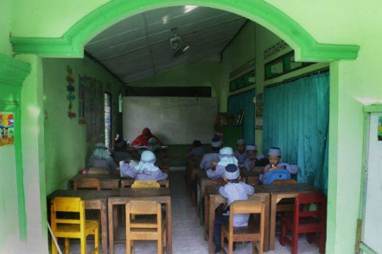 Belajar di Masjid tertua