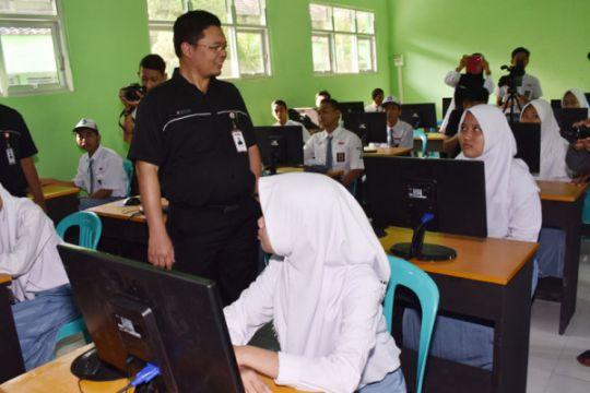 Inka bantu laboratorium komputer SMK