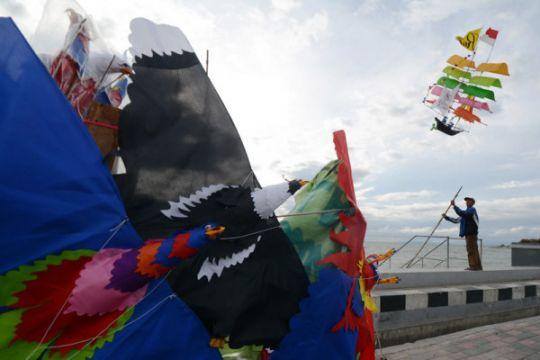 "Isi liburan Lebaran dengan lomba ""geulayang tunang"" di Aceh Barat"