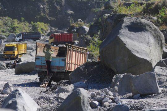 Aktivitas penambangan masih berlangsung di lereng Merapi