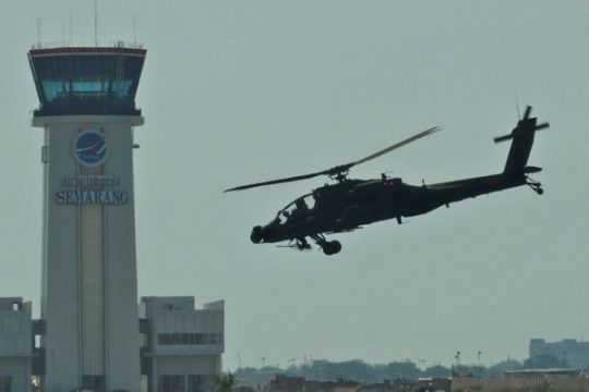 Instruktur pilot AH-64E Apache Guardian TNI AD sedang disiapkan