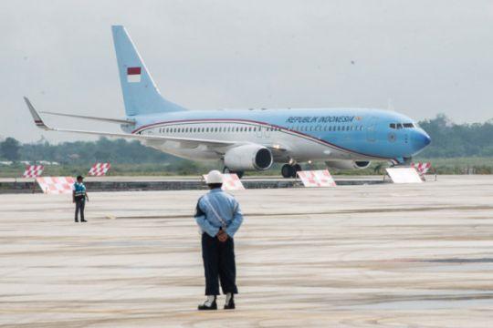 Pesawat Kepresidenan mendarat pertama di BIJB