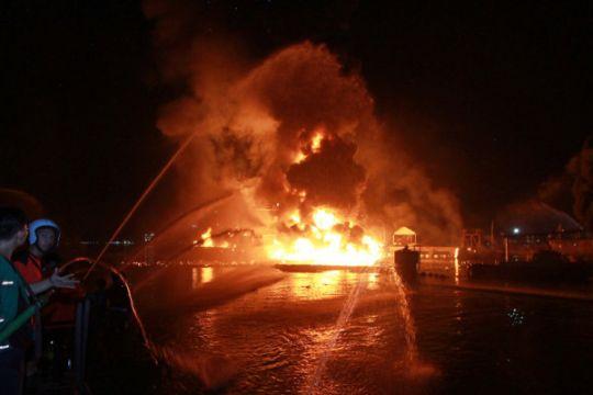 Nahkoda : api berasal dari belakang kapal tanker